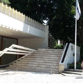 vor dem Nordic Pavillon